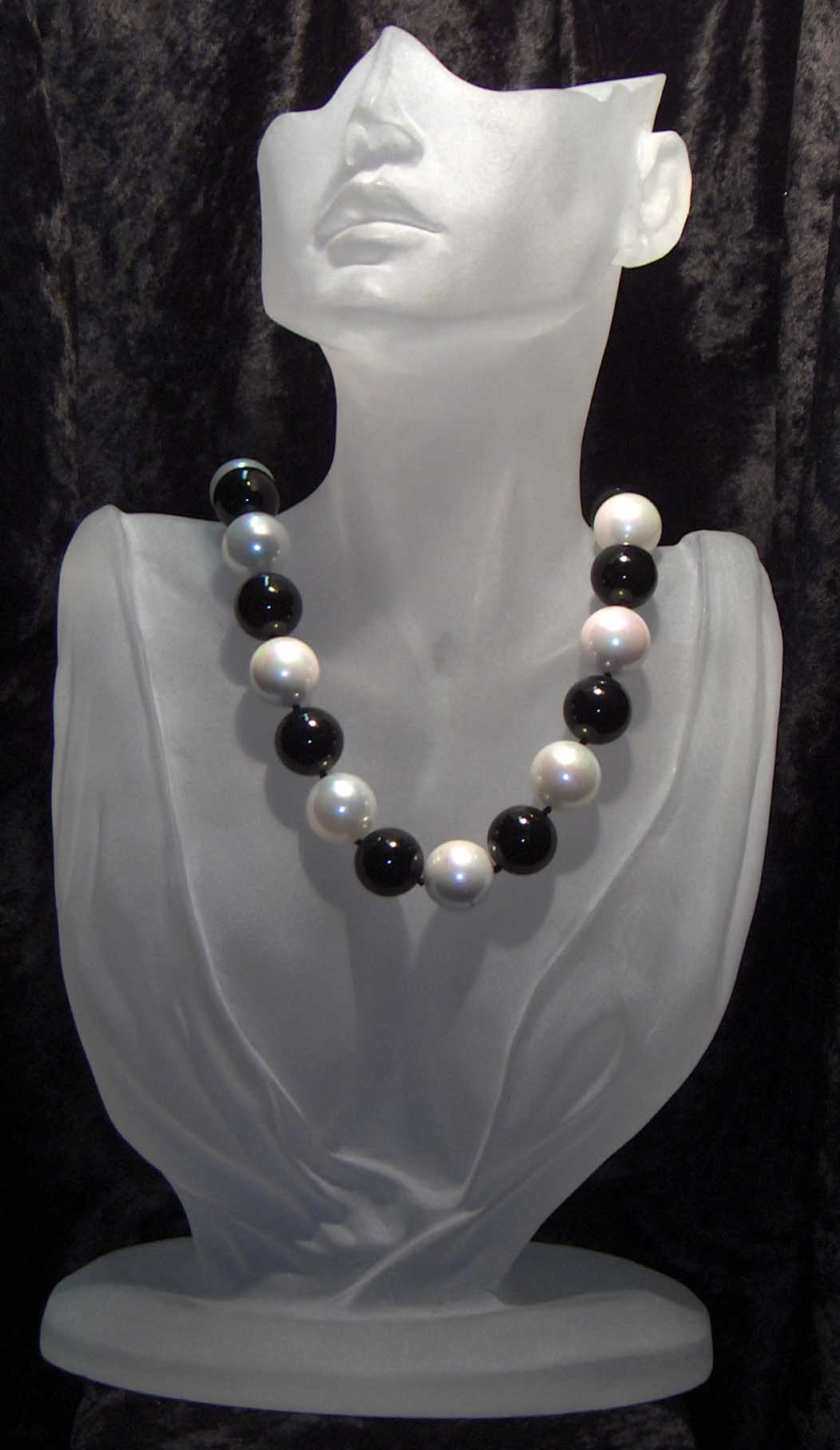 Black onyx and white mallorca pearl necklace
