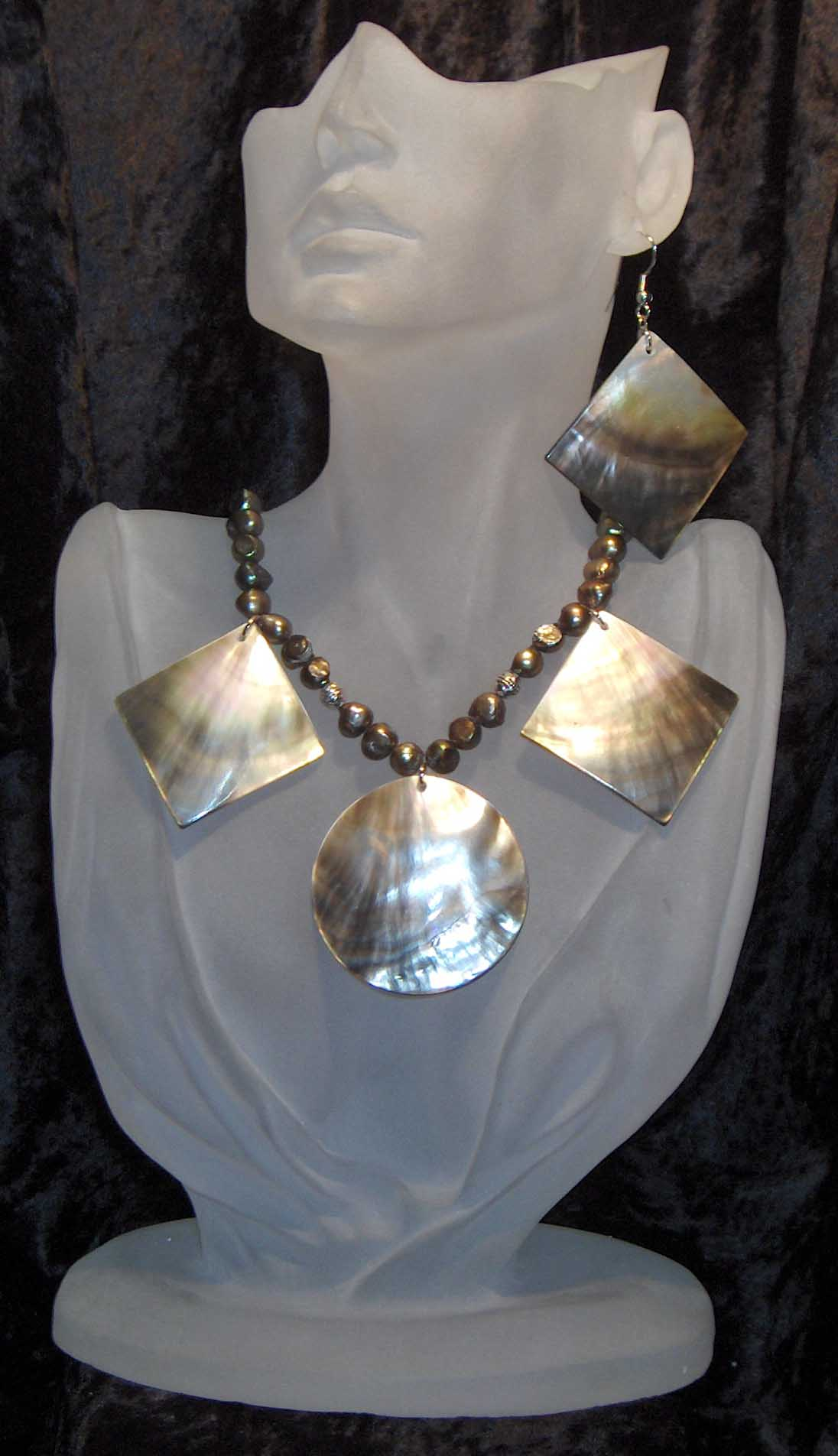 Variegated fresh water pearl necklace